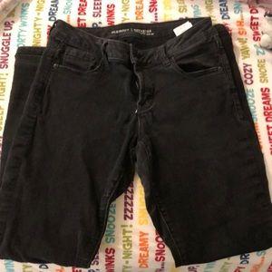 Size 8 slightly worn Old Navy rockstar jeans!